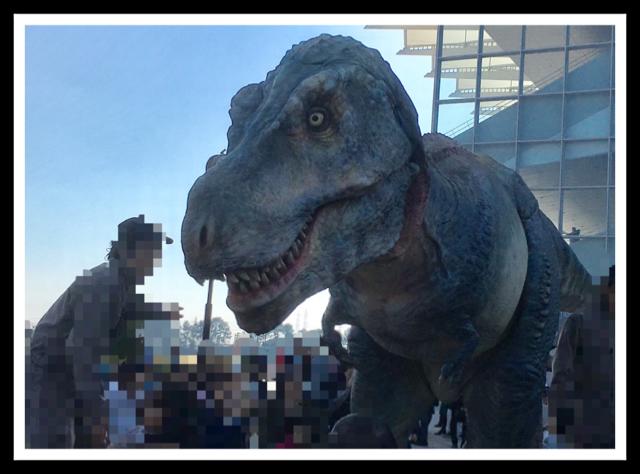 競馬場 ティラノサウルス