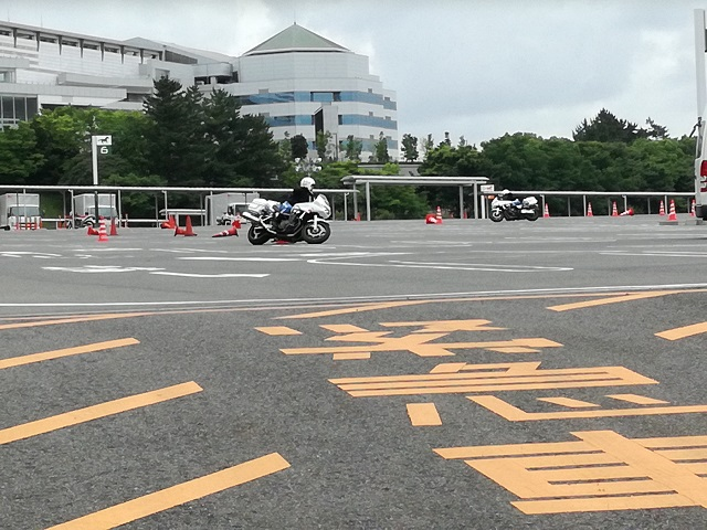 中京競馬場駐車場2 白バイ