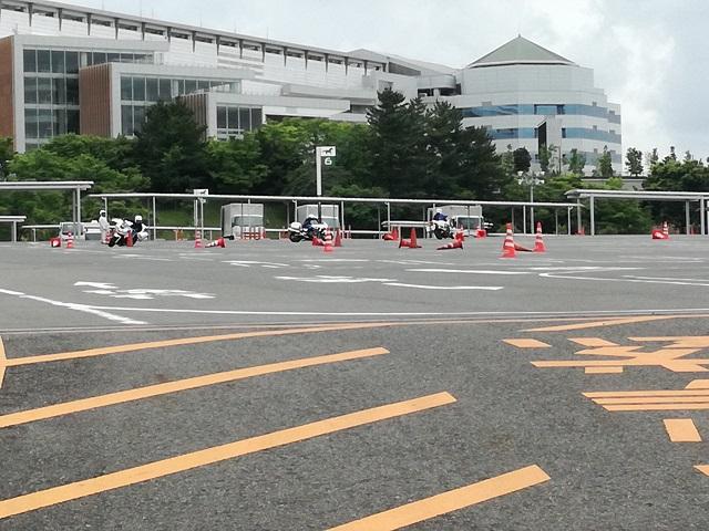 中京競馬場駐車場3 白バイ