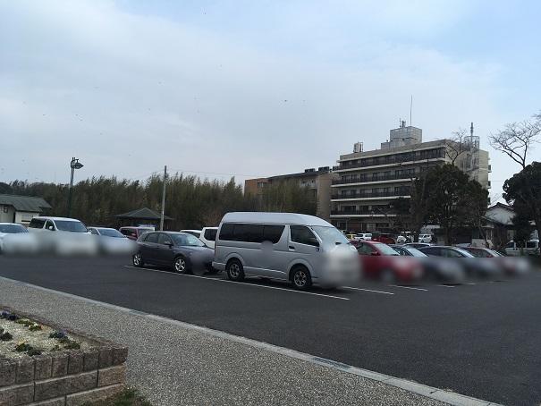 勅使水辺公園 駐車場